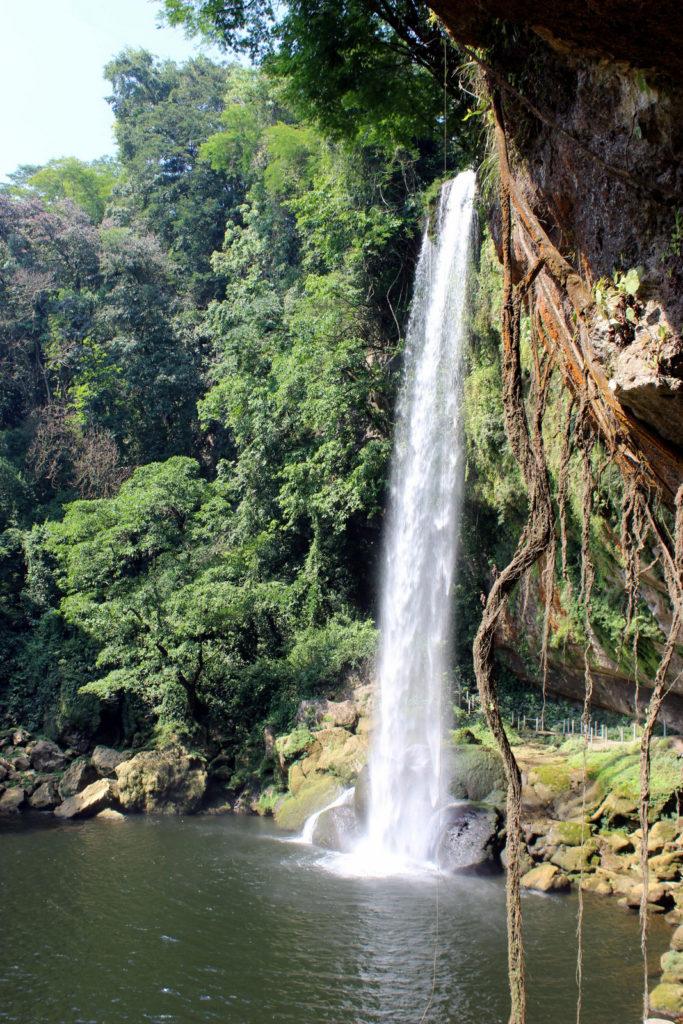 Водопад Мисоль-ха вид со стороны пещер