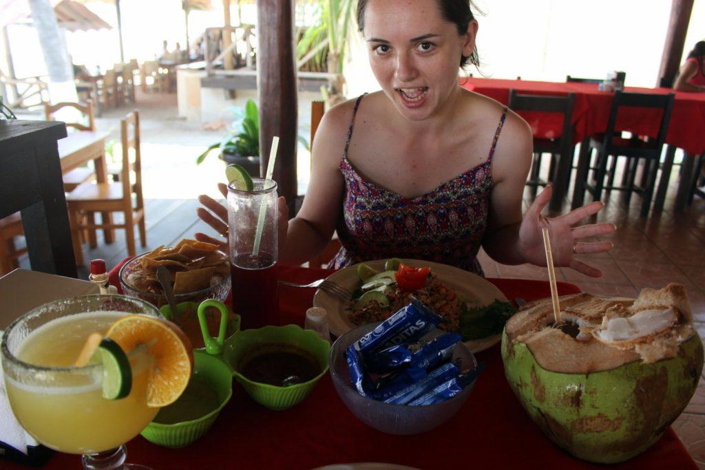 Едим всякие вкусняшки на Тихом океане