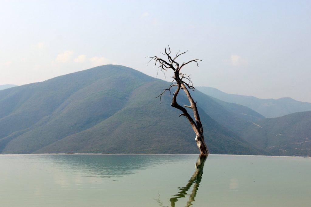 Иерве-эль-агуа. Красивое соляное озеро