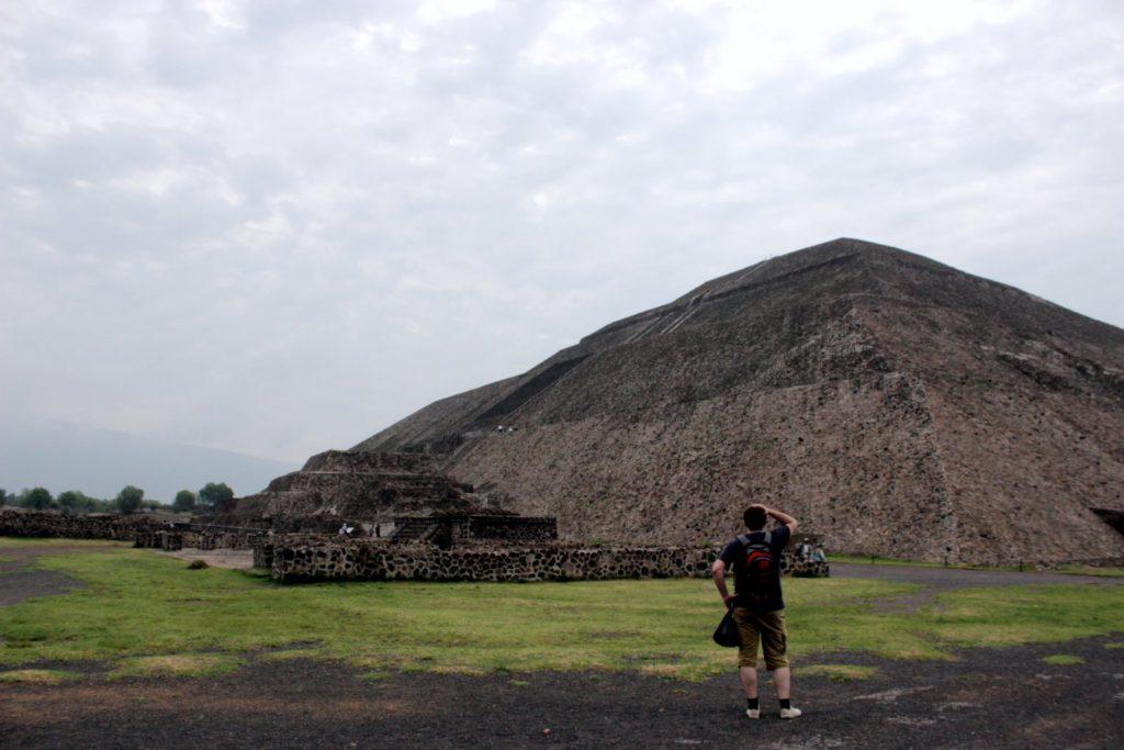 Огромная пирамида Солнца