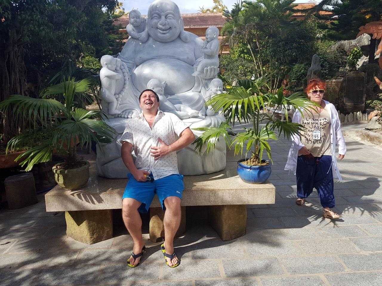 Будда тут как понимаете в большом почете. Этот храм, часть экскурсии, минут 30 зачитки информации с Википедии и двигаем дальше. Мы хоть пофоткались