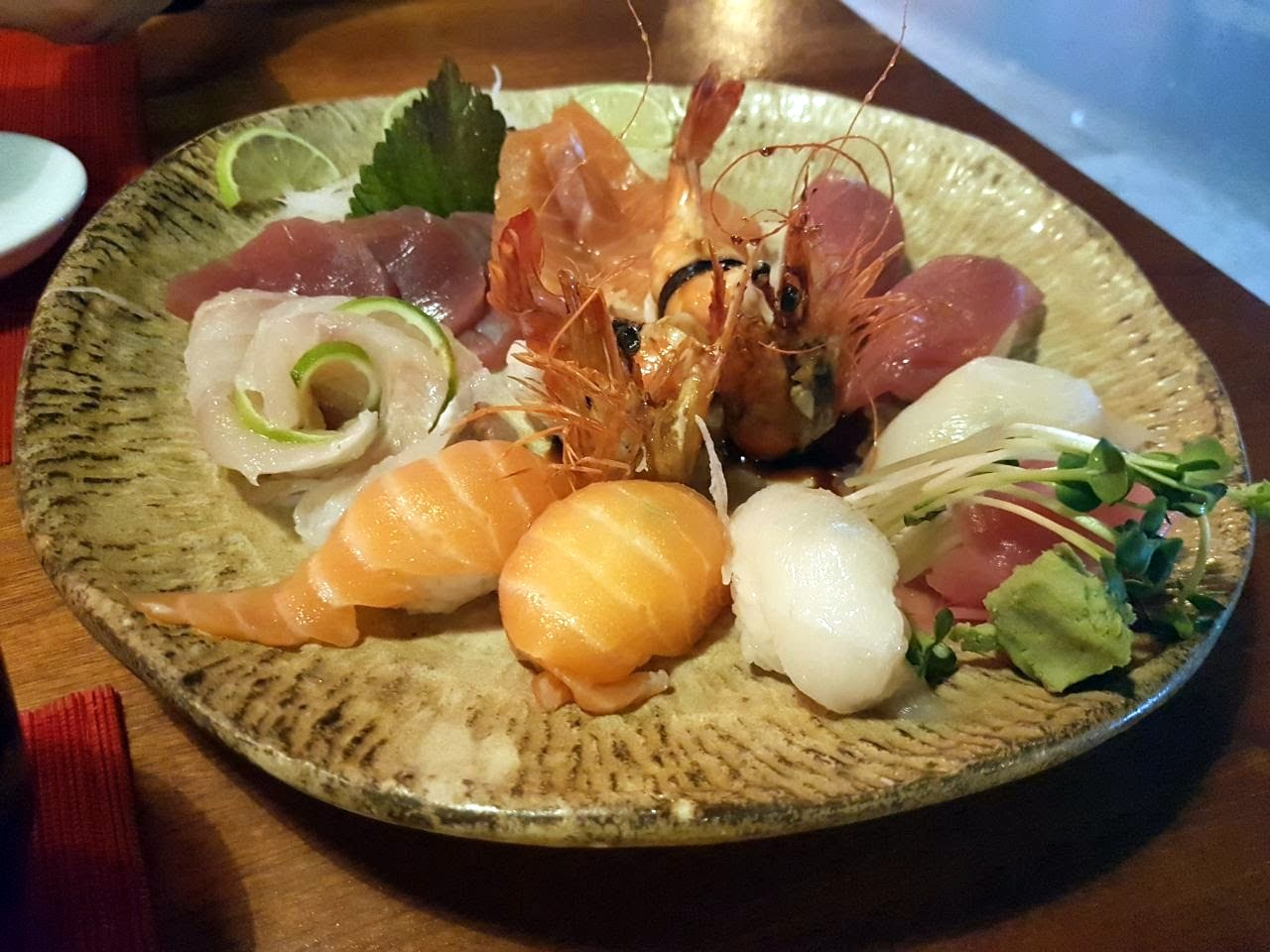 Сашими. Под сакэ. Странно, вкусно, очень необычно. Ресторан японской кухни тут один, в других местах привозят отсюда. Сервис и обслуживание просто на высоте. Лично мне показалось что обслуживали как будто гейши.